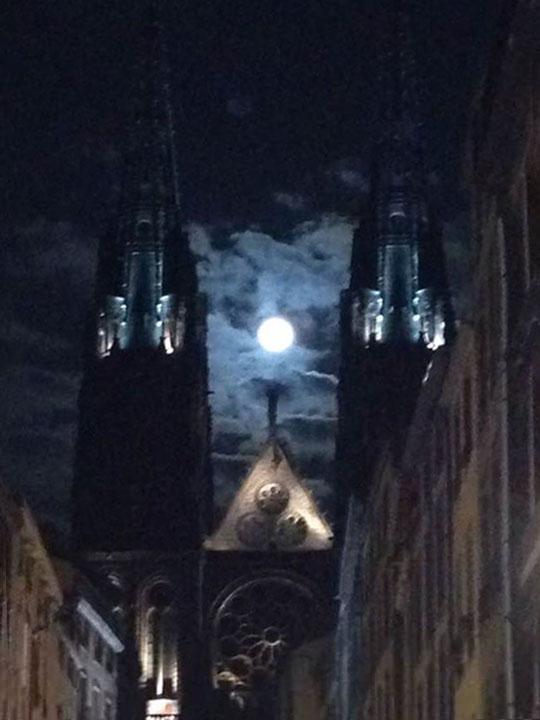 Pleine lune sur Clermont