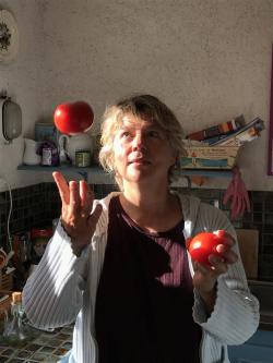 Claire Lise et les tomates